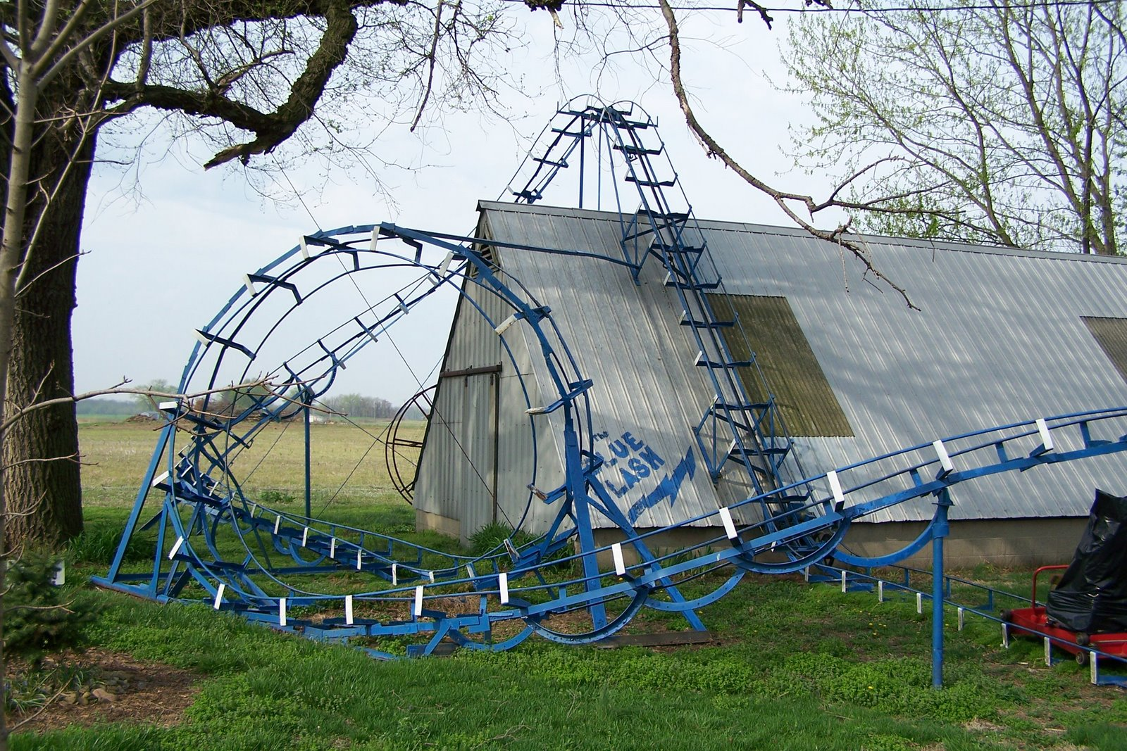 Big Roller Coaster In Backyard :  miniature, fully operational roller coaster in a man?s back yard